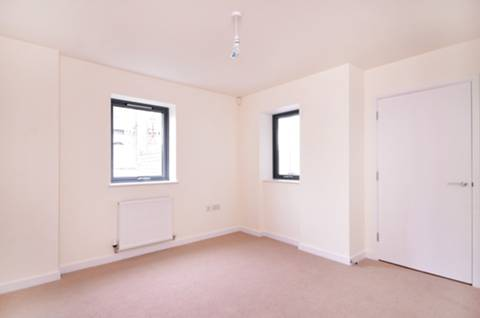 <b>Bedroom</b><span class='dims'> 12'5 x 11'10 (3.78 x 3.61m)</span>