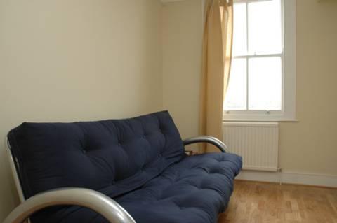 <b>Second Bedroom</b><span class='dims'> 12'3 x 10' (3.73 x 3.05m)</span>