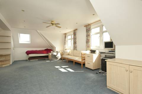 <b>Loft Room</b><span class='dims'> 24&#39;4 x 17&#39;3 (7.42 x 5.26m)</span>