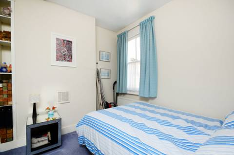 <b>Second Bedroom</b><span class='dims'> 11'2 x 9' (3.40 x 2.74m)</span>