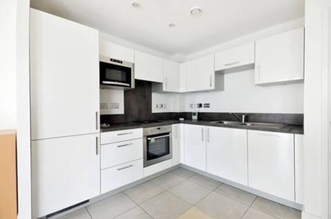 <b>Kitchen</b><span class='dims'> 11'1 x 8'8 (3.38 x 2.64m)</span>