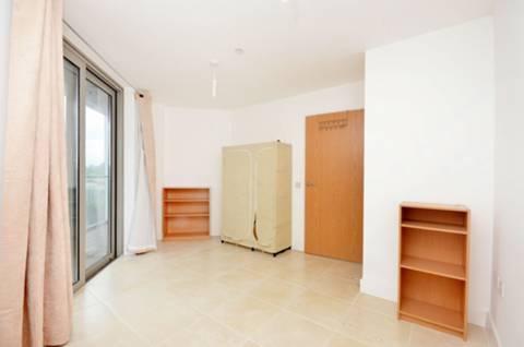 <b>Bedroom</b><span class='dims'> 14' x 12'5 (4.27 x 3.78m)</span>