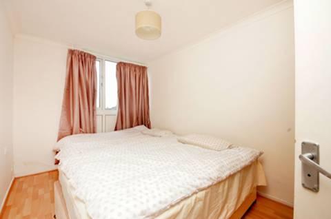 <b>Second Bedroom</b><span class='dims'> 13'6 x 8'8 (4.11 x 2.64m)</span>