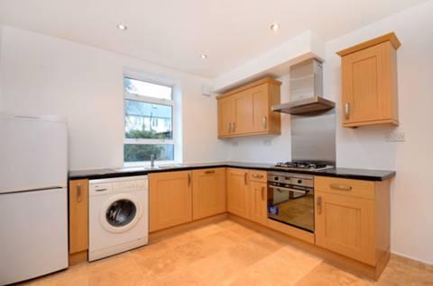 <b>Kitchen</b><span class='dims'> 11' x 10'4 (3.35 x 3.15m)</span>