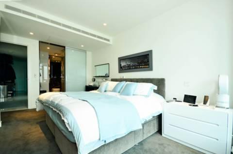 <b>Second Bedroom</b><span class='dims'> 16'5 x 9'10 (5.00 x 3.00m)</span>