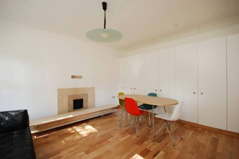 <b>Reception Room</b><span class='dims'> 17'5 x 16' (5.31 x 4.88m)</span>