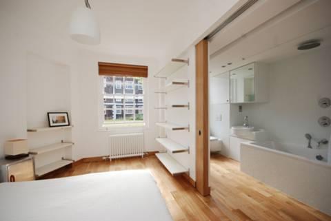 <b>Bathroom</b><span class='dims'> 10'10 x 6' (3.30 x 1.83m)</span>