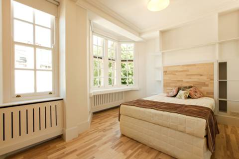 <b>Second Bedroom</b><span class='dims'> 16&#39;2 x 14&#39;7 (4.93 x 4.44m)</span>