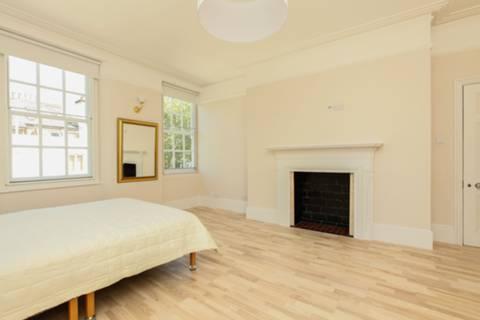 <b>Third Bedroom</b><span class='dims'> 12&#39;6 x 7&#39;5 (3.81 x 2.26m)</span>