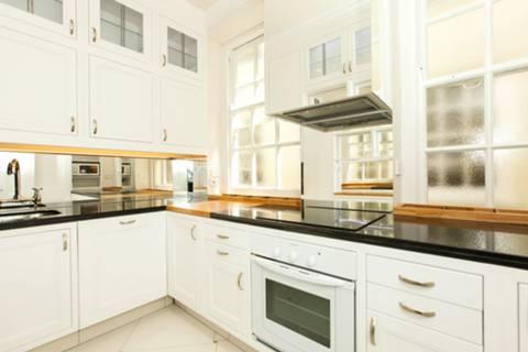 <b>Kitchen</b><span class='dims'> 11&#39;11 x 6&#39;7 (3.63 x 2.01m)</span>