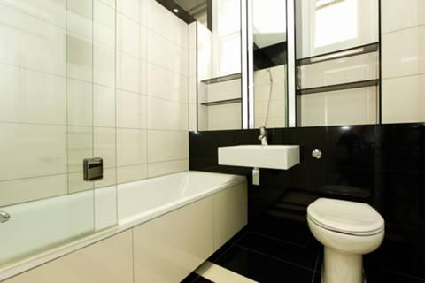 <b>Bathroom</b><span class='dims'> 6&#39;2 x 6&#39;2 (1.88 x 1.88m)</span>