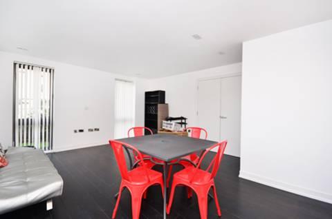 <b>Reception Room</b><span class='dims'> 19'1 x 15'3 (5.82 x 4.65m)</span>