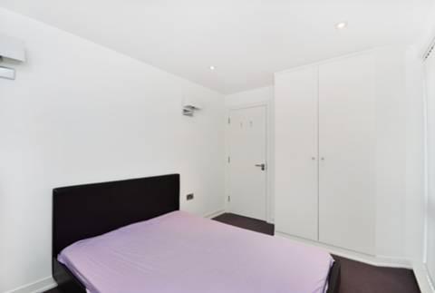 <b>Second Bedroom</b><span class='dims'> 13'4 x 8'9 (4.06 x 2.67m)</span>