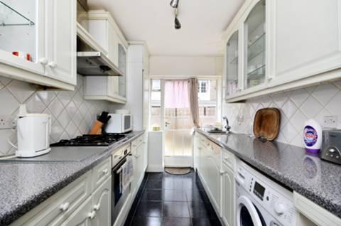 <b>Kitchen</b><span class='dims'> 13'3 x 7' (4.04 x 2.13m)</span>