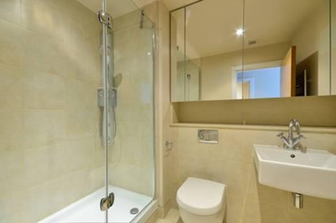 <b>En Suite Shower Room</b><span class='dims'> 8&#39; x 6&#39; (2.44 x 1.83m)</span>