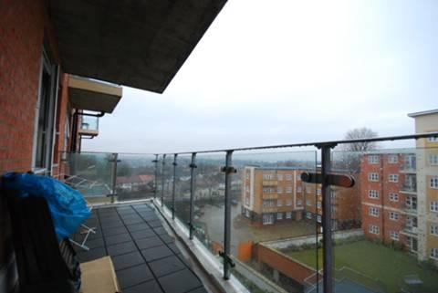 <b>Balcony</b><span class='dims'> 17'6 x 6'1 (5.33 x 1.85m)</span>
