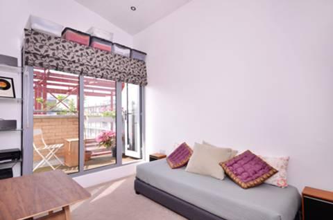 <b>Second Bedroom</b><span class='dims'> 14'9 x 8'3 (4.50 x 2.51m)</span>