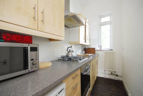 <b>Kitchen</b><span class='dims'> 10&#39; x 4&#39;8 (3.05 x 1.42m)</span>