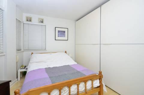 <b>Reception Room</b><span class='dims'> 12 x 10'6 (3.66 x 3.20m)</span>