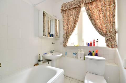 <b>Bathroom</b><span class='dims'> 8&#39; x 5&#39;8 (2.44 x 1.73m)</span>