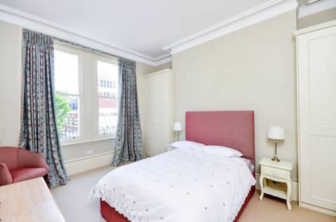 <b>Second Bedroom</b><span class='dims'> 14'8 x 12'3 (4.47 x 3.73m)</span>