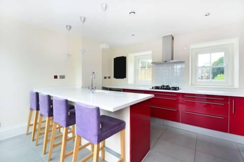 <b>Kitchen</b><span class='dims'> 14&#39;2 x 11&#39; (4.32 x 3.35m)</span>