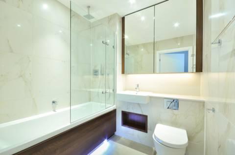 <b>Bathroom</b><span class='dims'> 6'9 x 6'8 (2.06 x 2.03m)</span>