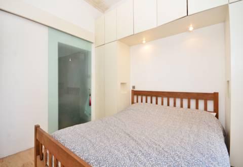 <b>Bedroom</b><span class='dims'> 10'9 x 9'9 (3.28 x 2.97m)</span>