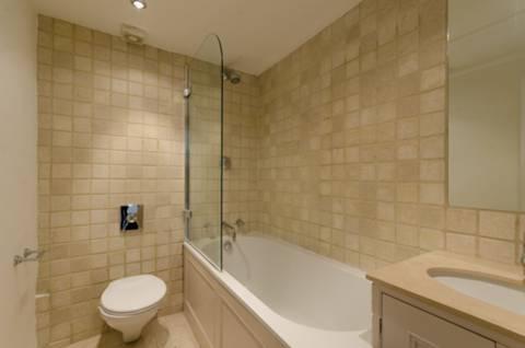 <b>Bathroom</b><span class='dims'> 7&#39; x 5&#39;4 (2.13 x 1.63m)</span>