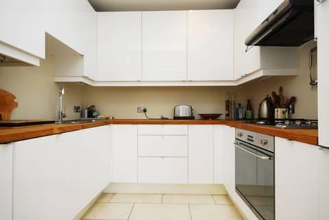 <b>Kitchen</b><span class='dims'> 8&#39;4 x 8&#39; (2.54 x 2.44m)</span>