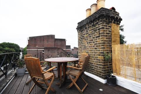 <b>Roof Terrace</b><span class='dims'> 15&#39; (4.57m)</span>