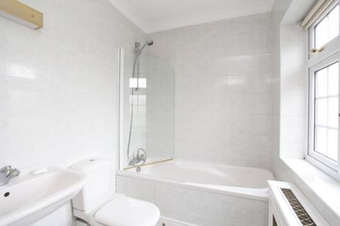 <b>En Suite Bathroom</b><span class='dims'> 6&#39;9 x 5&#39;4 (2.06 x 1.63m)</span>