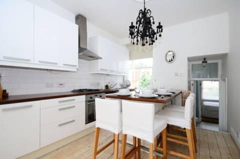 <b>Kitchen</b><span class='dims'> 12'2 x 10'2 (3.71 x 3.10m)</span>