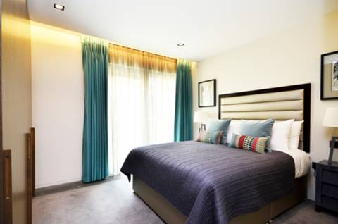 <b>Master Bedroom</b><span class='dims'> 12&#39;9 x 10&#39;6 (3.89 x 3.20m)</span>
