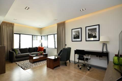 <b>Reception Room</b><span class='dims'> 19'8 x 19'3 (5.99 x 5.87m)</span>