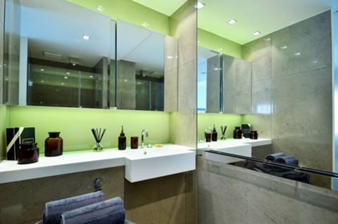 <b>En Suite Shower Room</b><span class='dims'> 9'6 x 4'7 (2.90 x 1.40m)</span>
