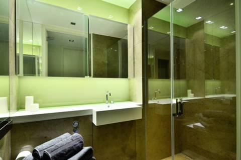 <b>Shower Room</b><span class='dims'> 7'3 x 4'9 (2.21 x 1.45m)</span>