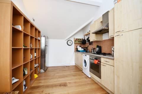 <b>Kitchen</b><span class='dims'> 11'5 x 9'6 (3.48 x 2.90m)</span>