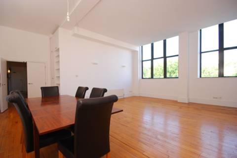 <b>Reception Room</b><span class='dims'> 23'5 x 22'1 (7.14 x 6.73m)</span>