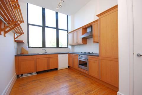 <b>Kitchen</b><span class='dims'> 14' x 9'6 (4.27 x 2.90m)</span>