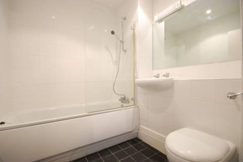 <b>Bathroom</b><span class='dims'> 7' x 6'7 (2.13 x 2.01m)</span>
