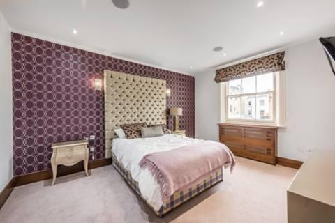<b>Fourth Bedroom</b><span class='dims'> 18'3 x 16 (5.56 x 4.88m)</span>