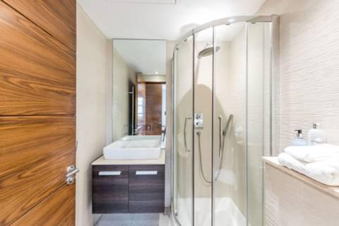 <b>Fifth Bedroom</b><span class='dims'> 14'8 x 11'5 (4.47 x 3.48m)</span>