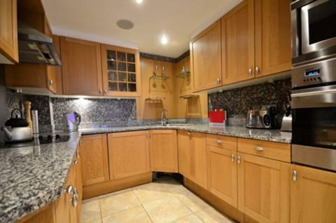 <b>Kitchen</b><span class='dims'> 11'7 x 8 (3.53 x 2.44m)</span>