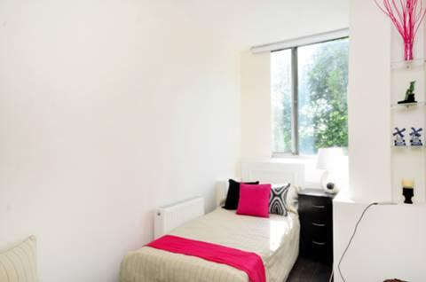 <b>Second Bedroom</b><span class='dims'> 12' x 6'3 (3.66 x 1.91m)</span>