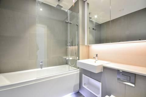 <b>Bathroom</b><span class='dims'> 7&#39;3 x 6&#39;8 (2.21 x 2.03m)</span>