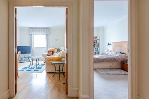 <b>Bathroom</b><span class='dims'> 7&#39;1 x 5&#39;7 (2.16 x 1.70m)</span>