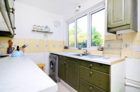 <b>Kitchen</b><span class='dims'> 10'3 x 7'5 (3.12 x 2.26m)</span>