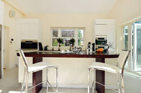 <b>Kitchen</b><span class='dims'> 17&#39;7 x 11&#39;6 (5.36 x 3.51m)</span>