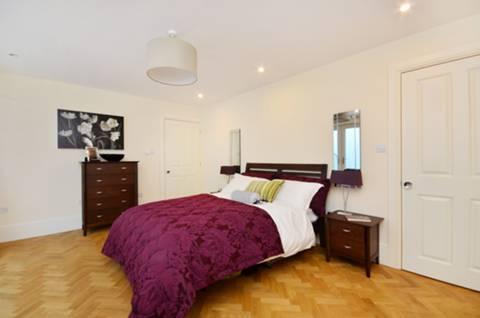 <b>Fourth Bedroom</b><span class='dims'> 15&#39;5 x 11&#39;1 (4.70 x 3.38m)</span>